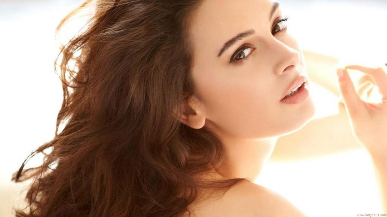 EVELYN SHARMA german indian actress model babe (82) wallpaper
