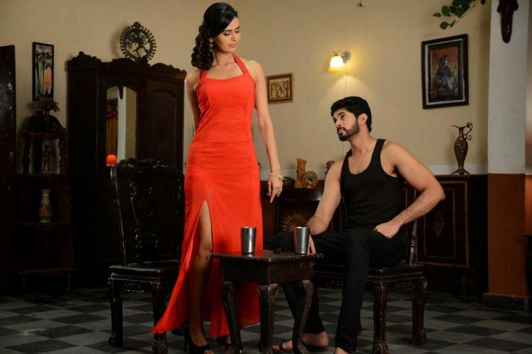 MEENAKSHI DIXIT indian actress babe model (14) wallpaper