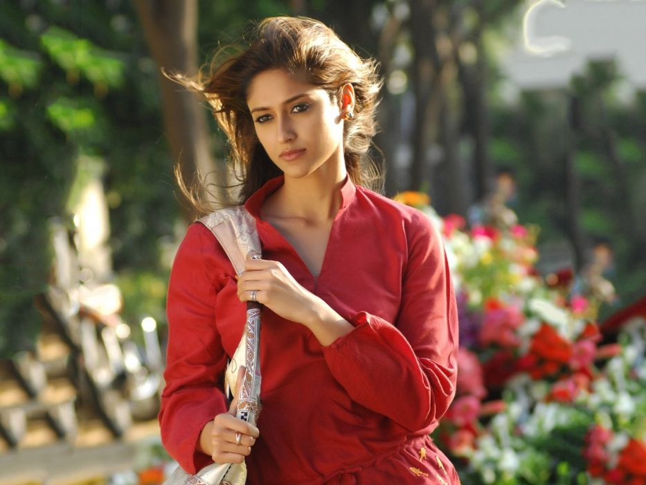 ILEANA DCRUZ indian actress model babe (27) wallpaper