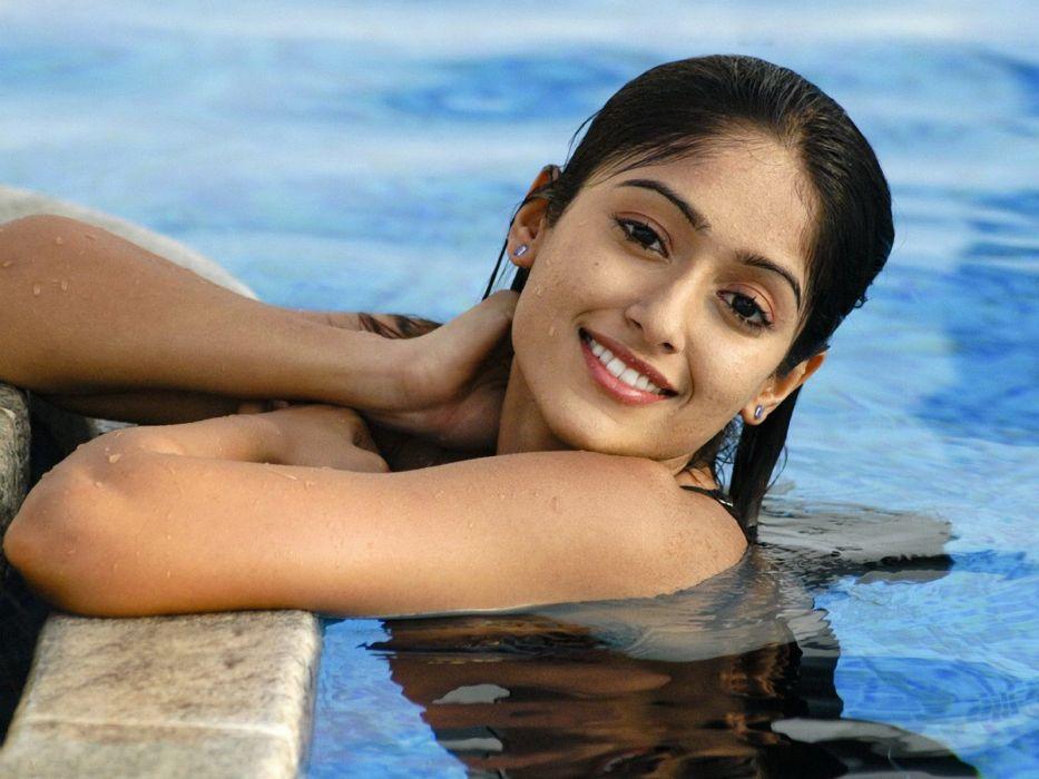 ILEANA DCRUZ indian actress model babe (54) wallpaper