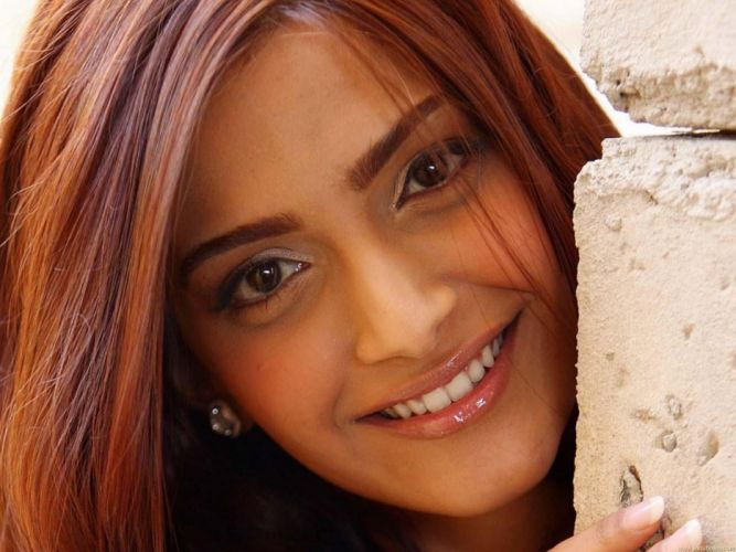 SONAM KAPOOR indian actress model (8) wallpaper