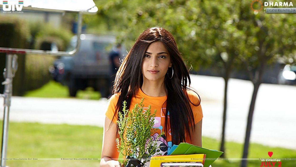 SONAM KAPOOR indian actress model (44) wallpaper