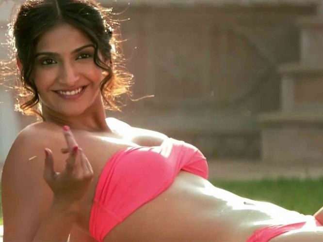 SONAM KAPOOR indian actress model (63) wallpaper