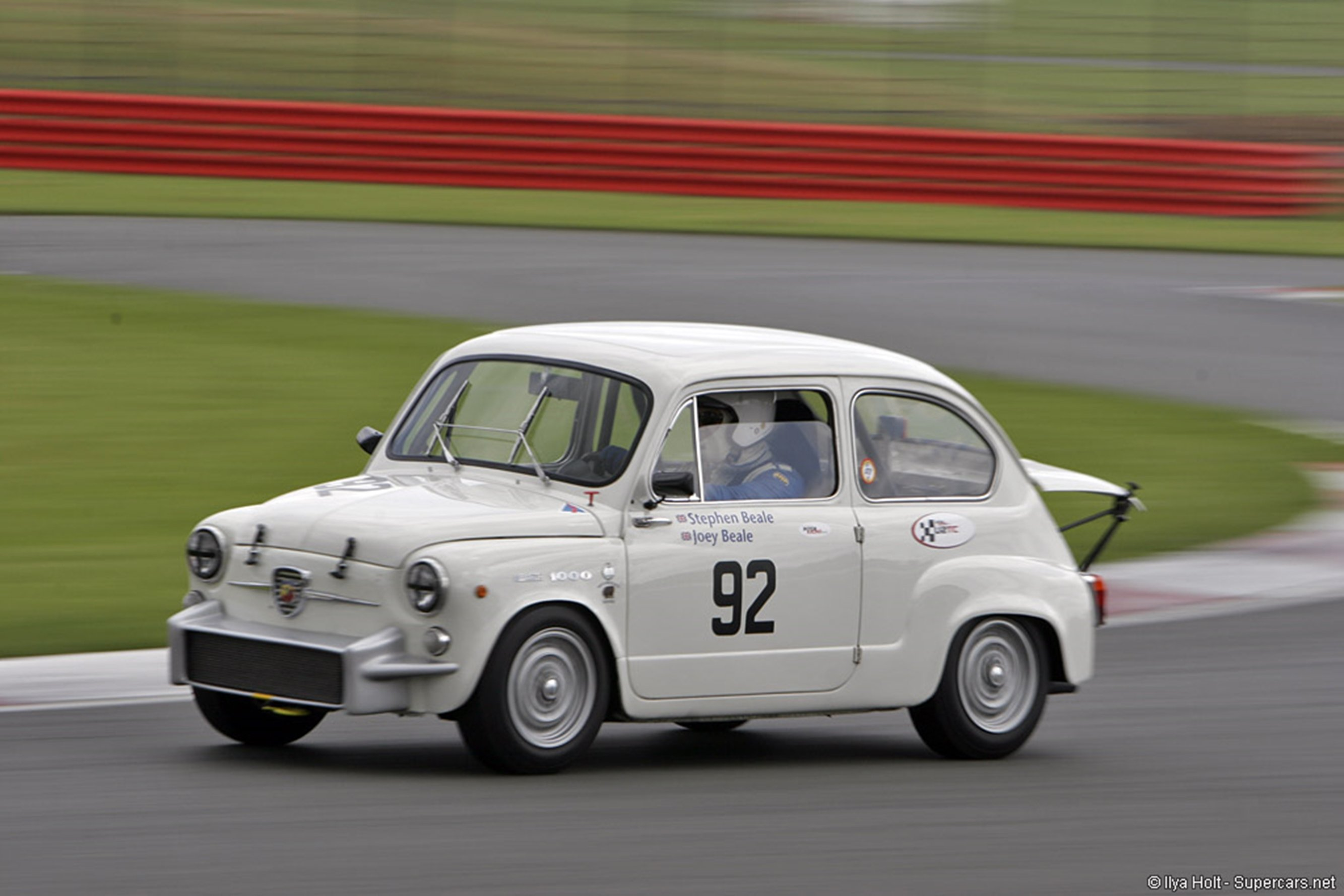Fiat Classic Car Racing 500 Abarth Wallpaper 2667x1779