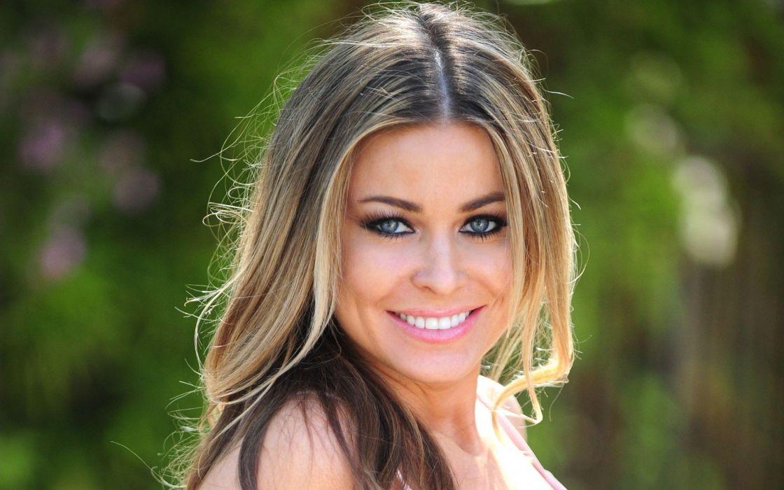 brunettes women outdoors Carmen Electra smiling juice wallpaper