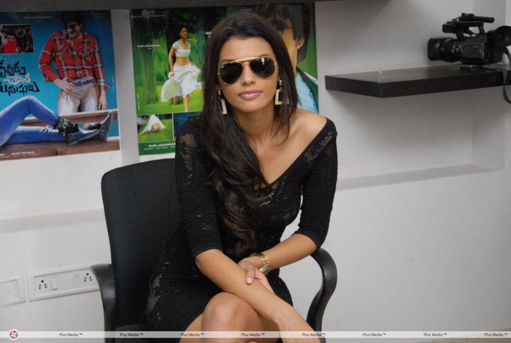 GABRIELA BERTANTE brazilian model actress babe (11) wallpaper