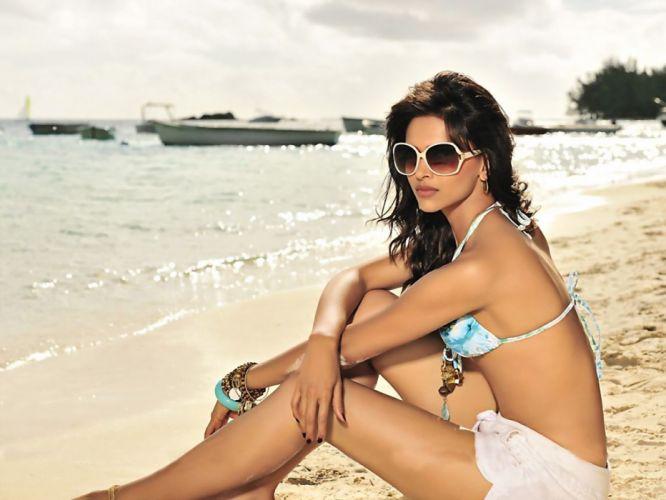 DEEPIKA PADUKONE indian film actress model bollywood babe (52) wallpaper