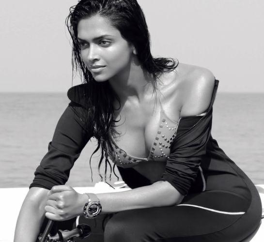 DEEPIKA PADUKONE indian film actress model bollywood babe (131) wallpaper