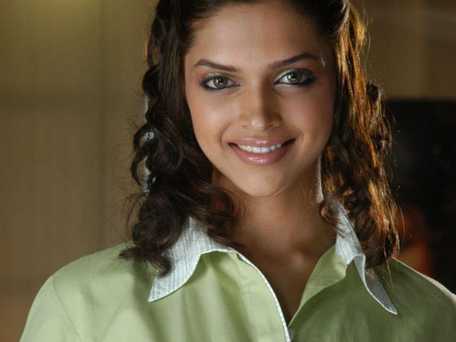 DEEPIKA PADUKONE indian film actress model bollywood babe (144) wallpaper