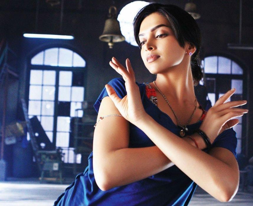 DEEPIKA PADUKONE indian film actress model bollywood babe (156) wallpaper
