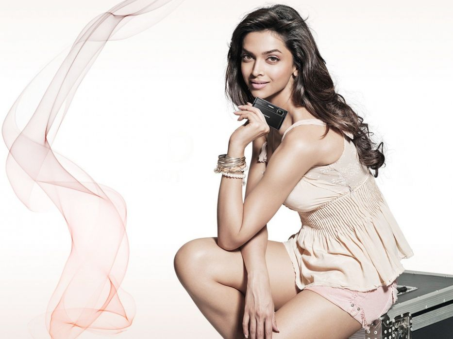 DEEPIKA PADUKONE indian film actress model bollywood babe (158) wallpaper