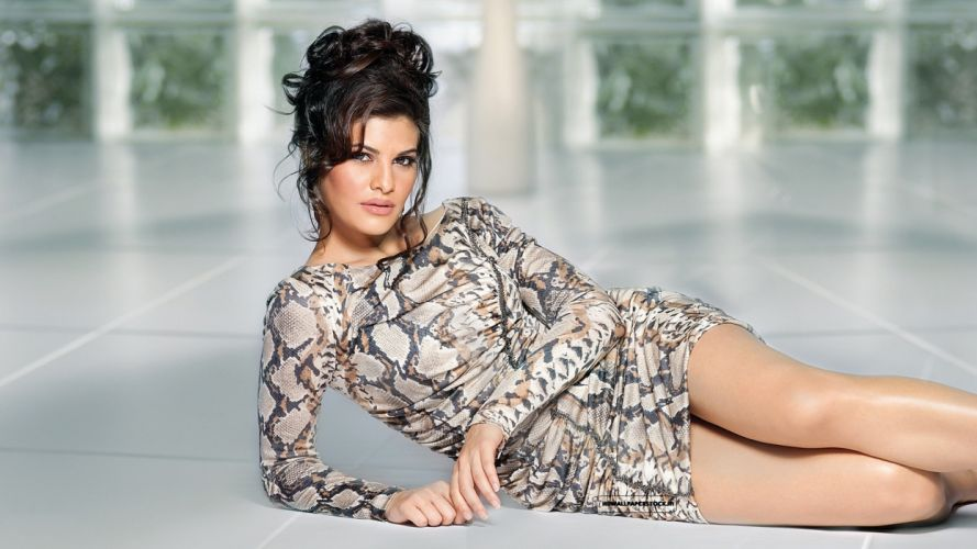 JACQUELINE FERNANDES indian film actress model babe bollywood (86) wallpaper