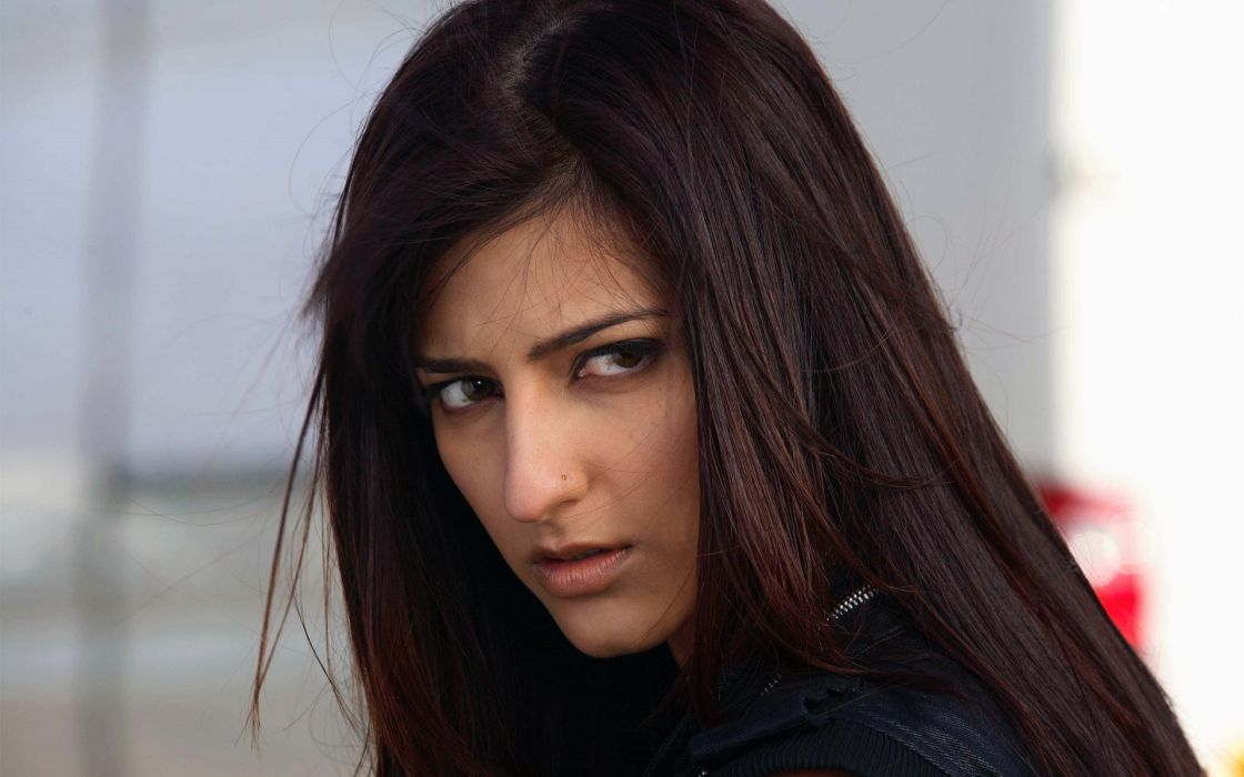 SHRUTI HASSAN indian actress bollywood singer model babe (6) wallpaper