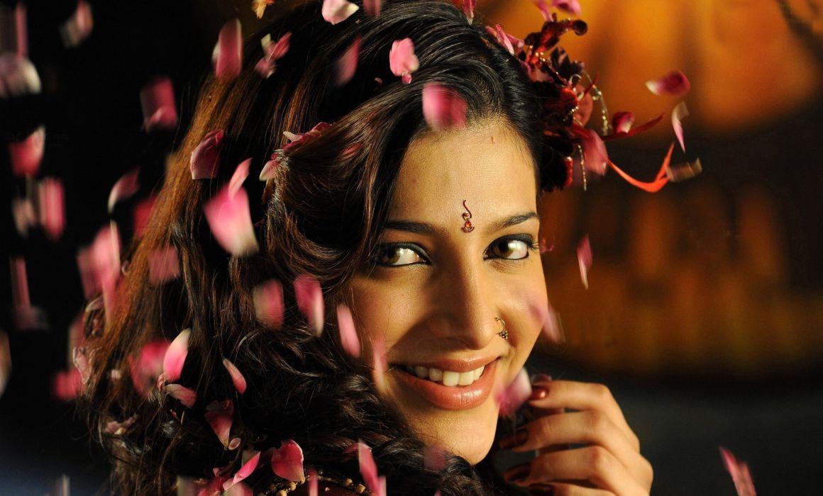 SHRUTI HASSAN indian actress bollywood singer model babe (20) wallpaper