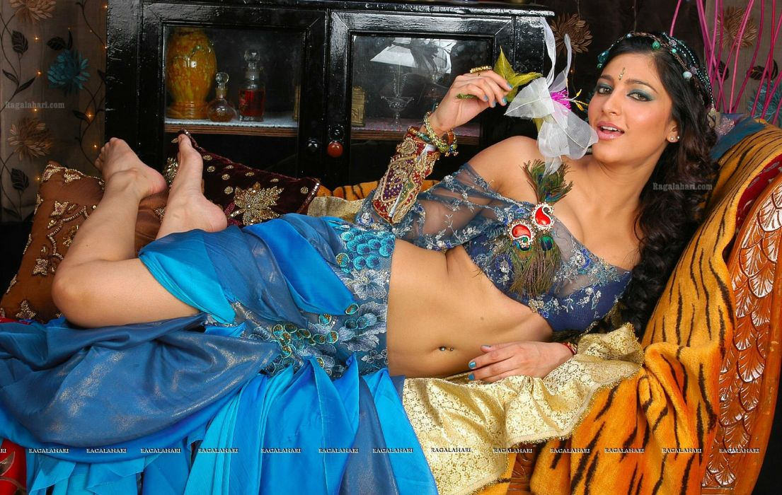 SHRUTI HASSAN indian actress bollywood singer model babe (21) wallpaper