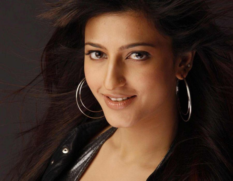 SHRUTI HASSAN indian actress bollywood singer model babe (35) wallpaper