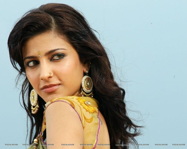 SHRUTI HASSAN indian actress bollywood singer model babe (60) wallpaper