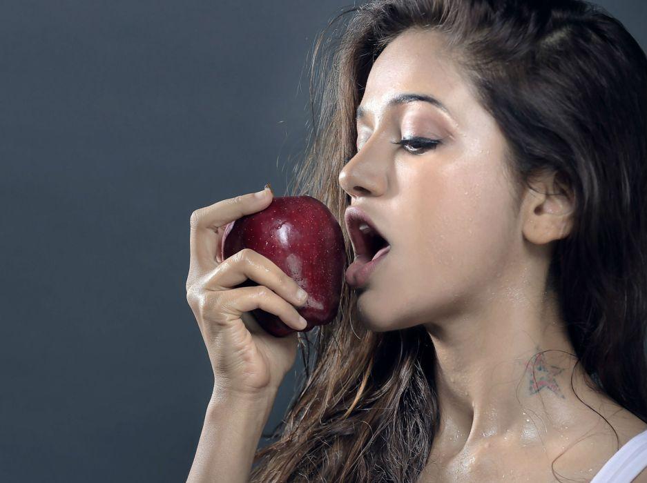SHRUTI HASSAN indian actress bollywood singer model babe (72) wallpaper