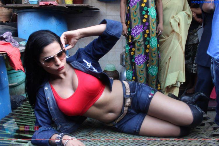 VEENA MALIK indian actress bollywood fashion model babe (10) wallpaper