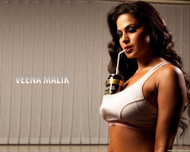VEENA MALIK indian actress bollywood fashion model babe (8) wallpaper
