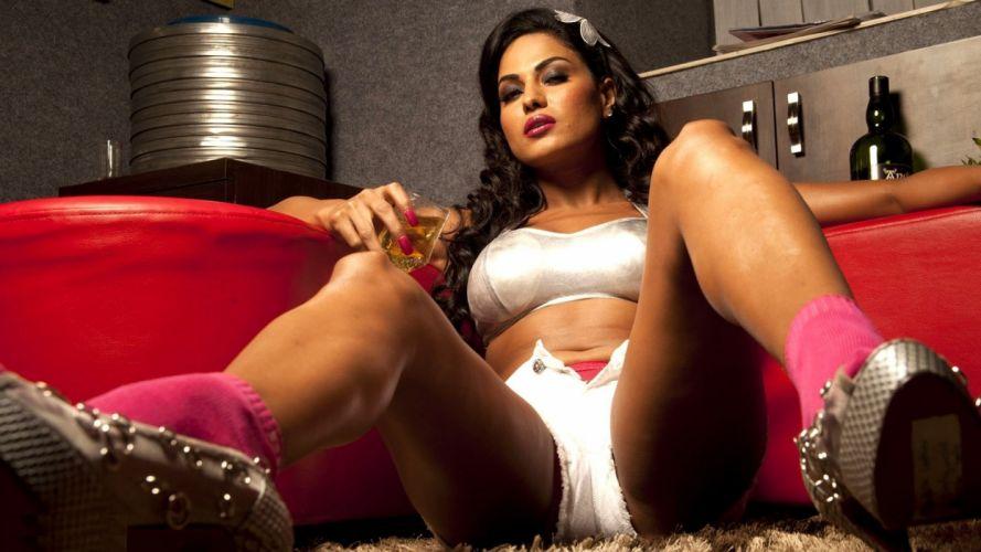 VEENA MALIK indian actress bollywood fashion model babe (22) wallpaper