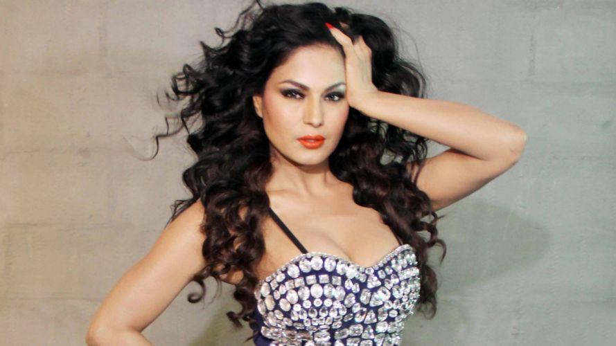 VEENA MALIK indian actress bollywood fashion model babe (48) wallpaper