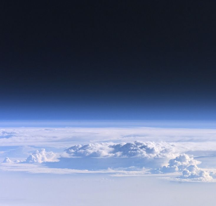 View through Earth's atmosphere from the ISS 2094x2000 wallpaper