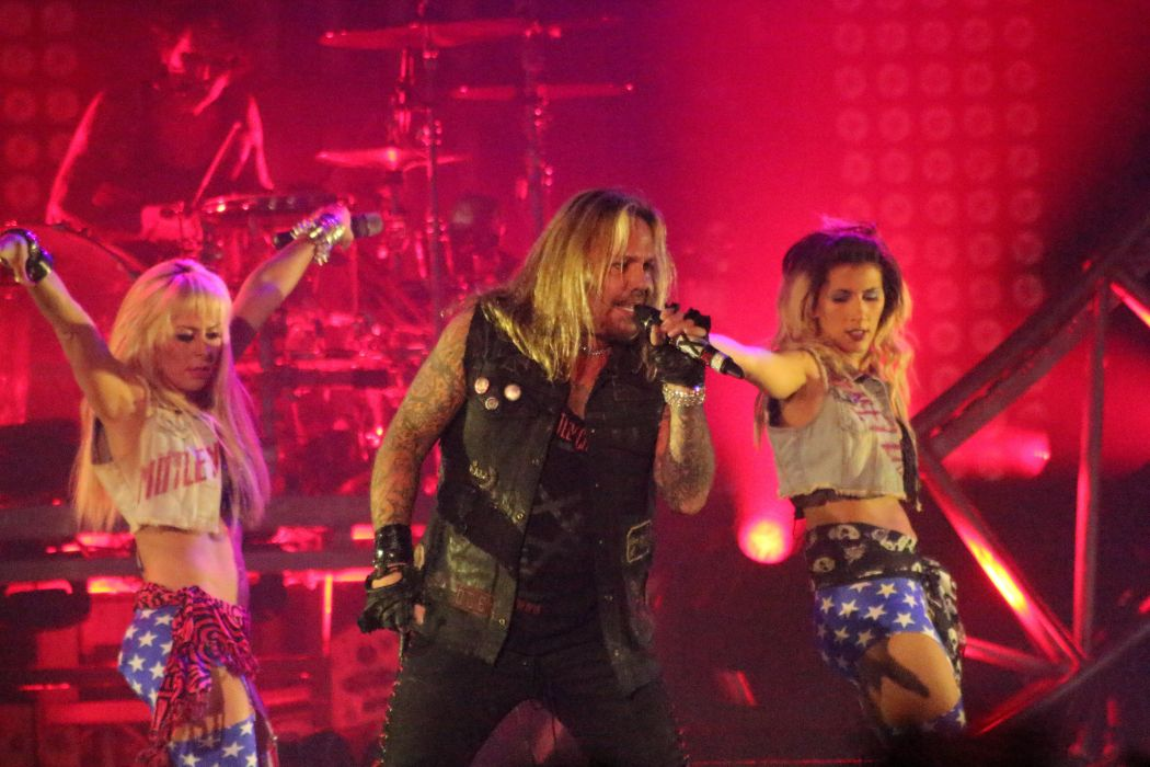 MOTLEY CRUE hair metal heavy concert singer       g wallpaper
