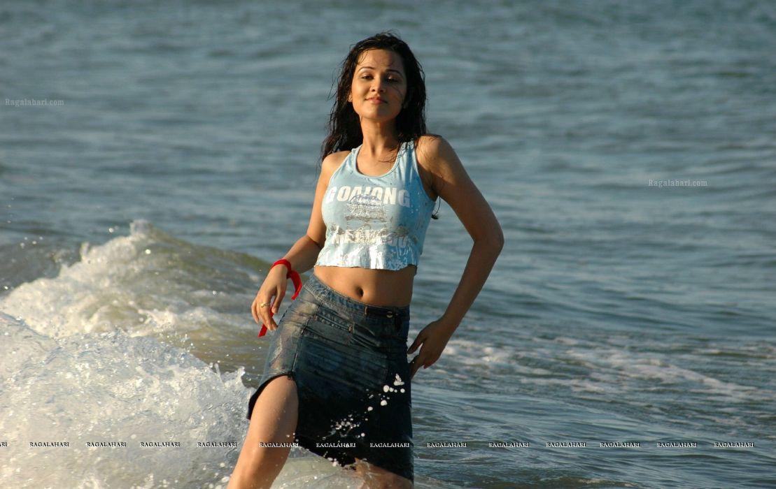 NISHA KOTHARI indian actress bollywood model babe (13) wallpaper