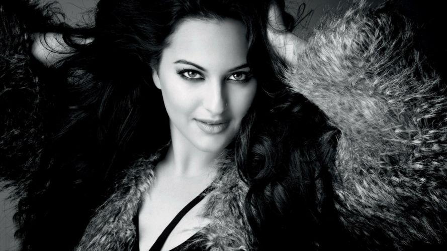 SONAKSHI SINHA indian actress bollywood babe model (20) wallpaper
