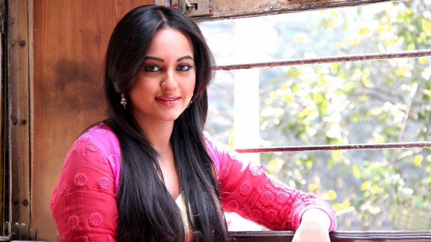 SONAKSHI SINHA indian actress bollywood babe model (21) wallpaper