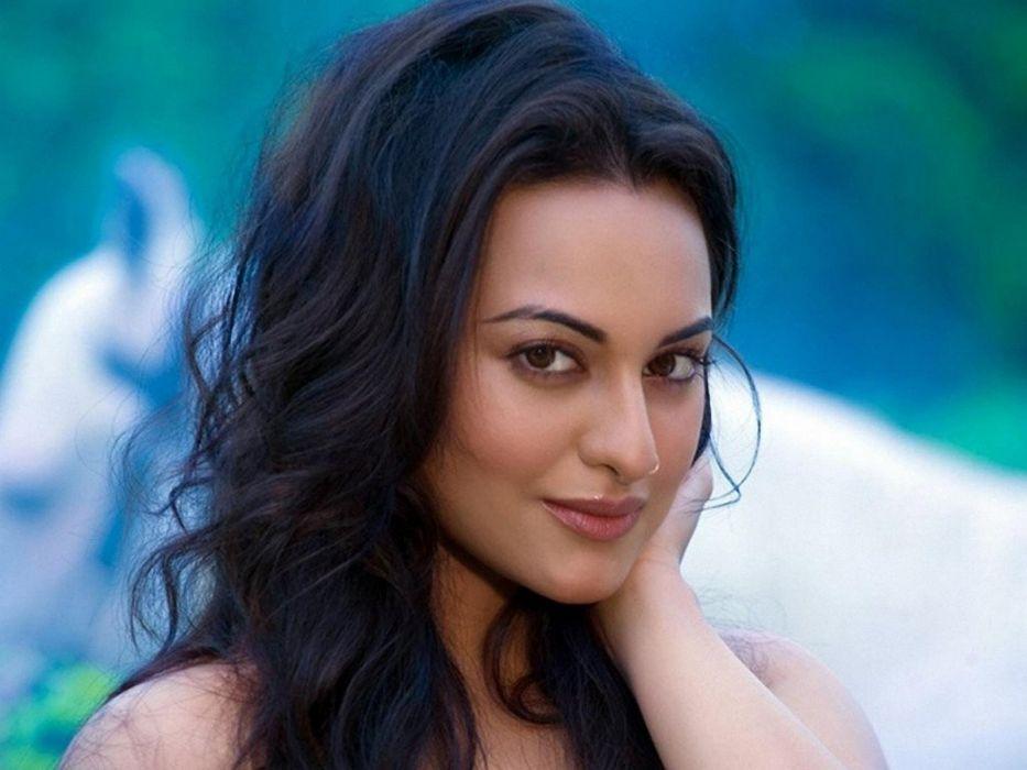 SONAKSHI SINHA indian actress bollywood babe model (13) wallpaper