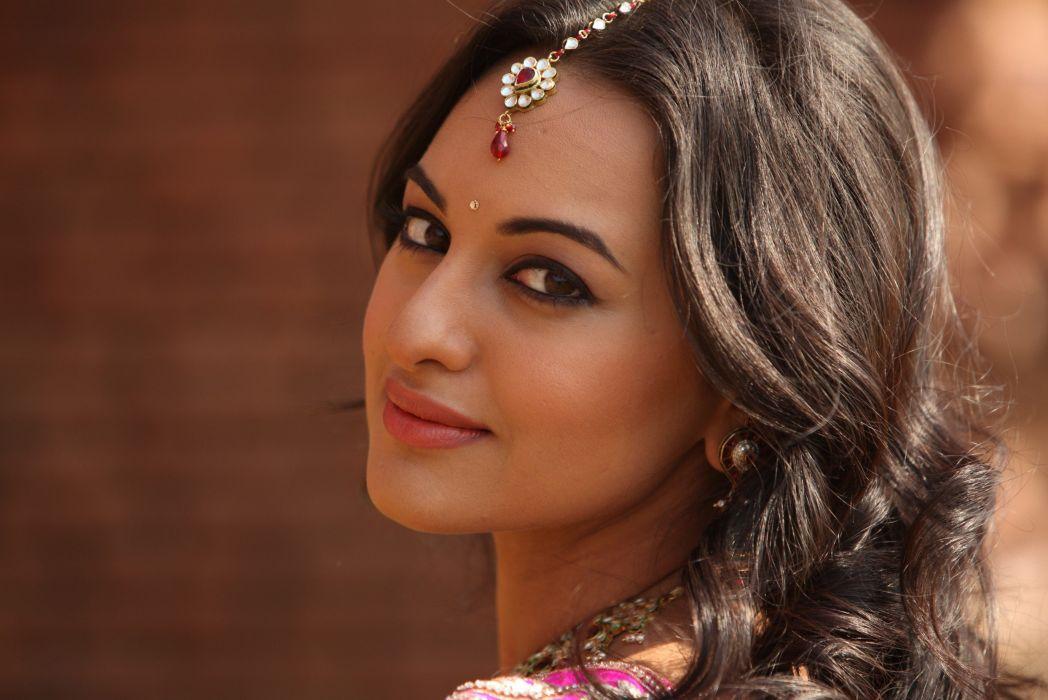 SONAKSHI SINHA indian actress bollywood babe model (8) wallpaper
