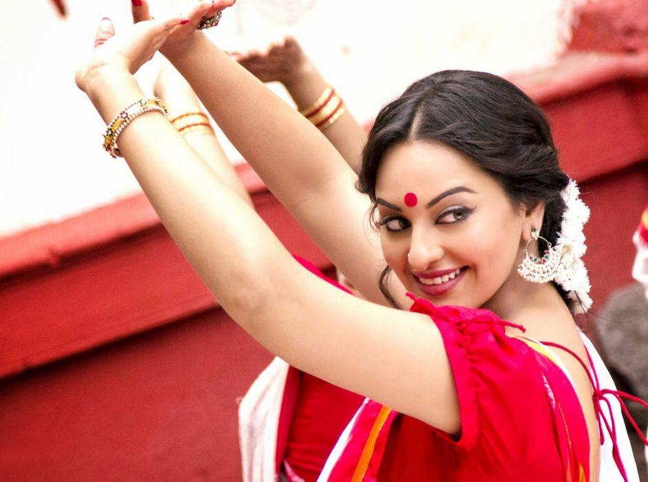 SONAKSHI SINHA indian actress bollywood babe model (6) wallpaper