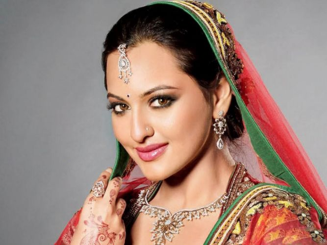 SONAKSHI SINHA indian actress bollywood babe model (3) wallpaper