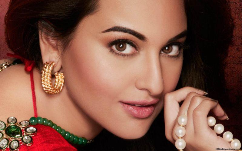 SONAKSHI SINHA indian actress bollywood babe model (40) wallpaper