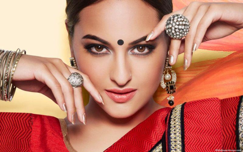 SONAKSHI SINHA indian actress bollywood babe model (39) wallpaper