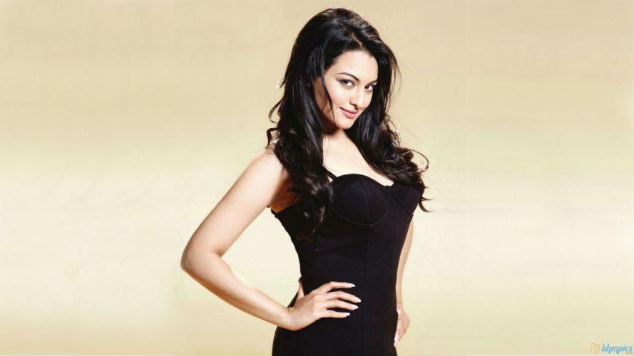 SONAKSHI SINHA indian actress bollywood babe model (31) wallpaper