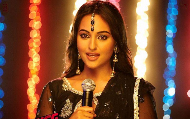 SONAKSHI SINHA indian actress bollywood babe model (29) wallpaper