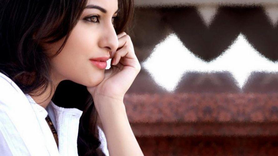 SONAKSHI SINHA indian actress bollywood babe model (66) wallpaper