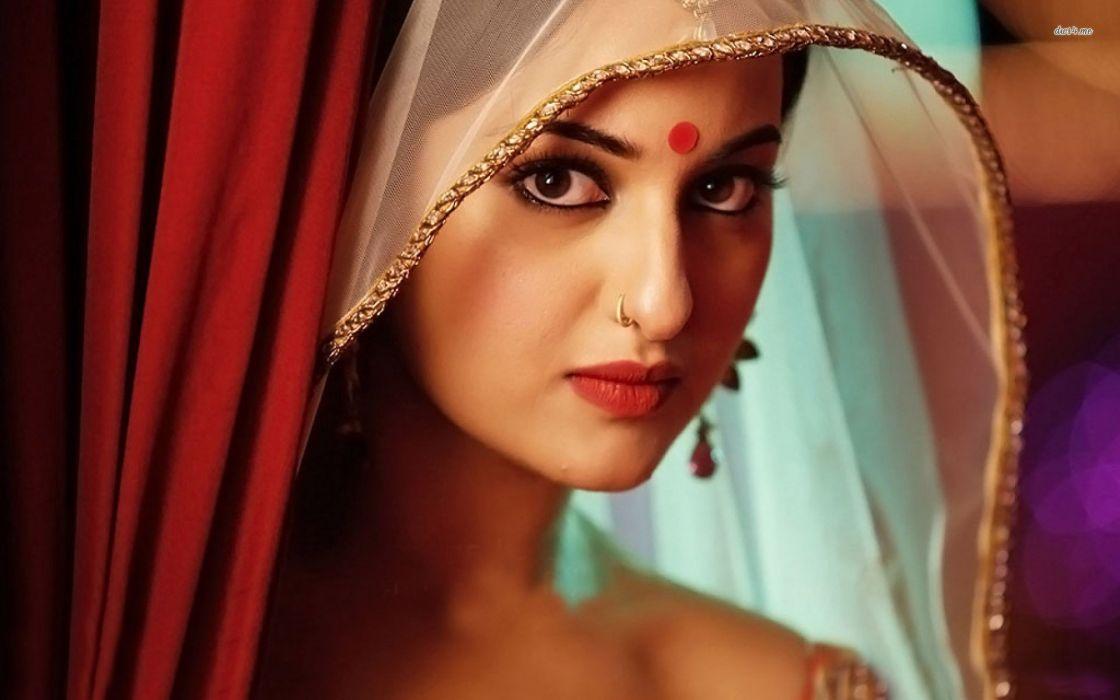 SONAKSHI SINHA indian actress bollywood babe model (67) wallpaper