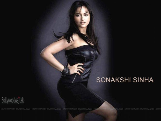 SONAKSHI SINHA indian actress bollywood babe model (56) wallpaper