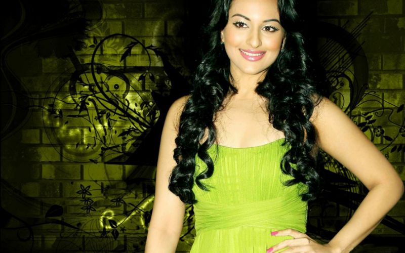 SONAKSHI SINHA indian actress bollywood babe model (51) wallpaper