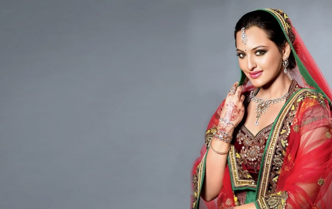 SONAKSHI SINHA indian actress bollywood babe model (50) wallpaper