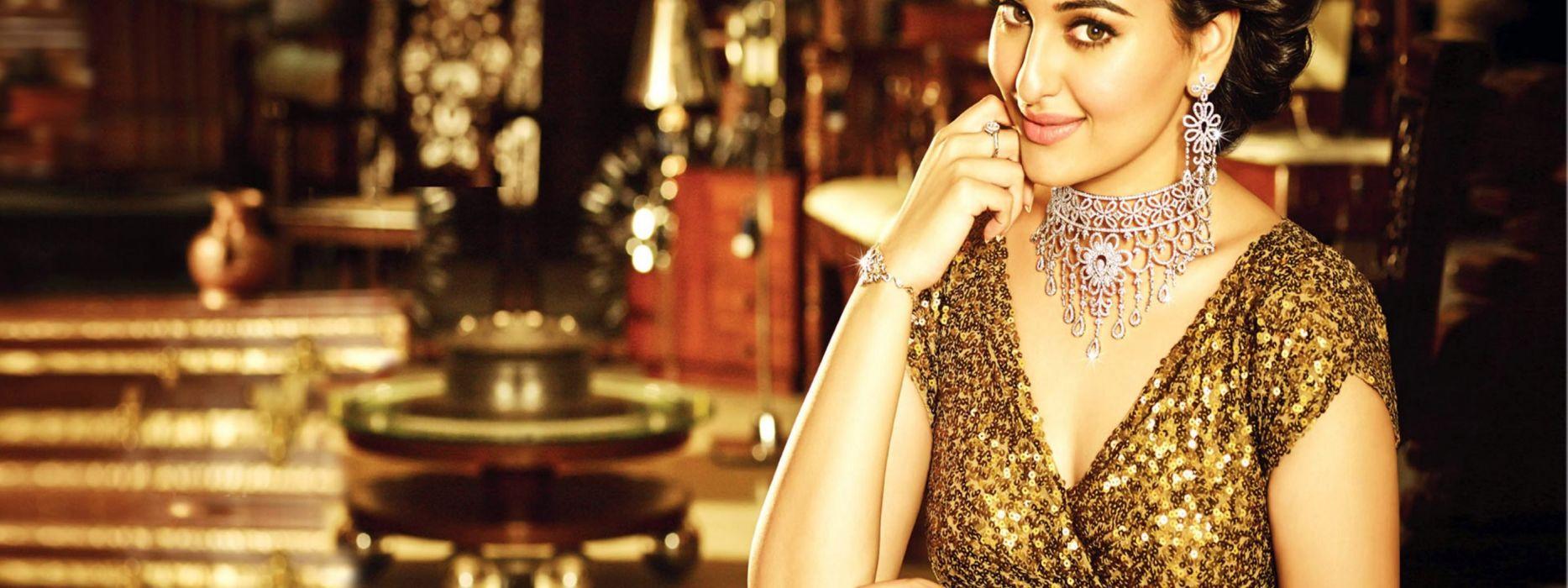 SONAKSHI SINHA indian actress bollywood babe model (82) wallpaper