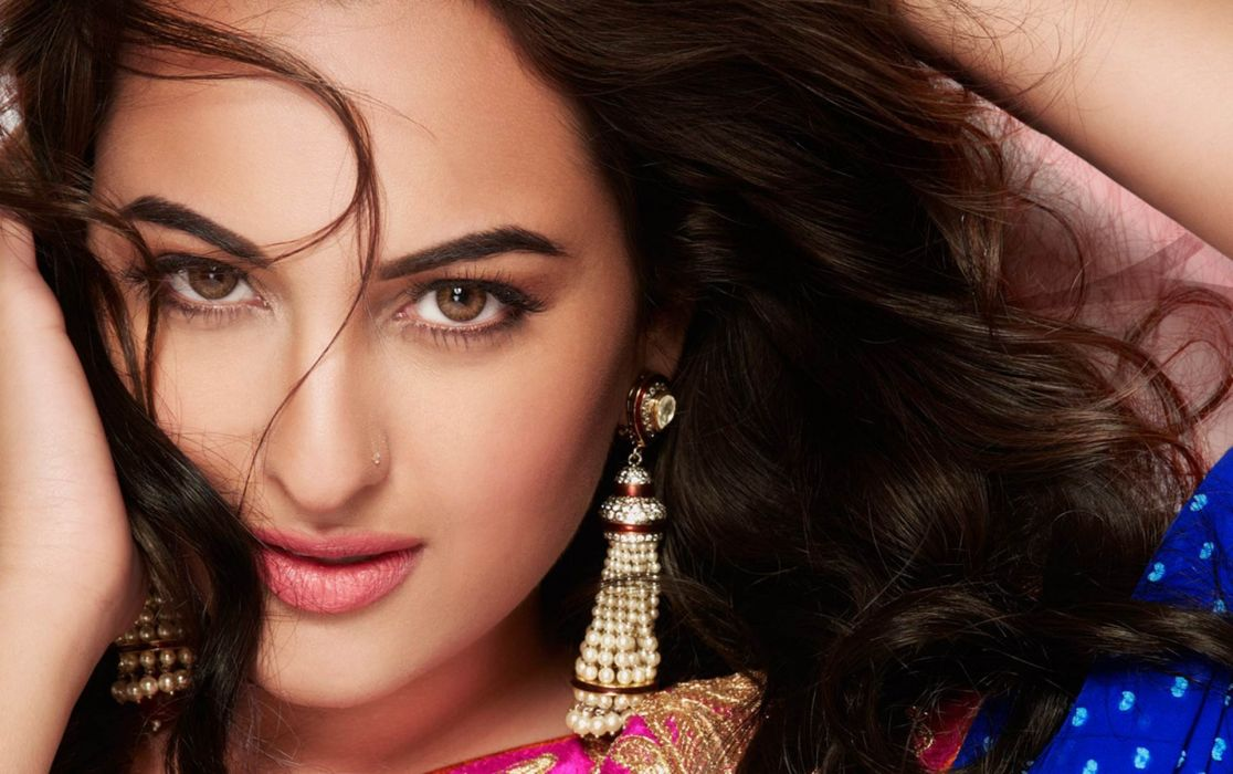 SONAKSHI SINHA indian actress bollywood babe model (74) wallpaper