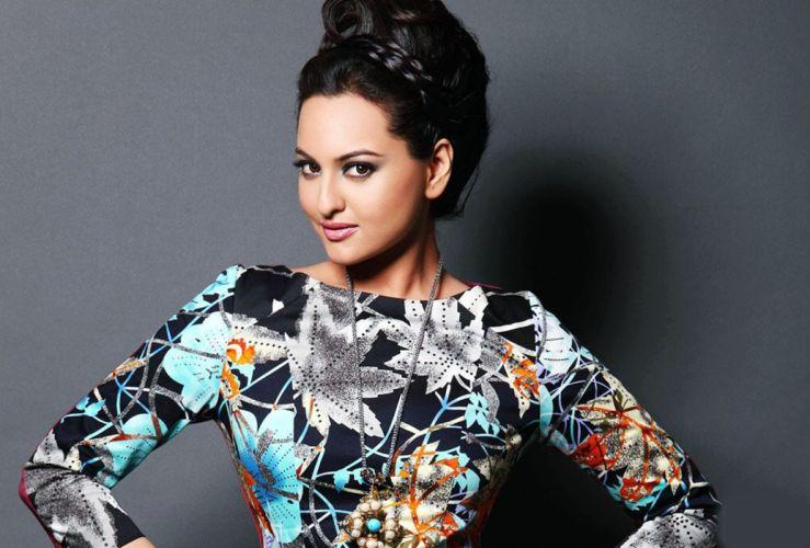 SONAKSHI SINHA indian actress bollywood babe model (97) wallpaper