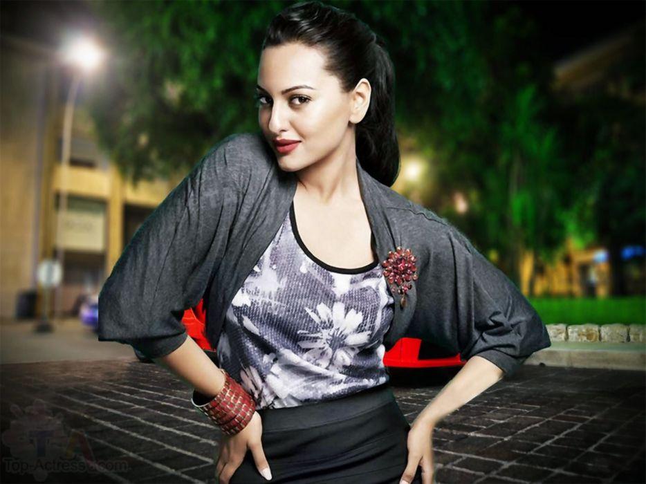 SONAKSHI SINHA indian actress bollywood babe model (91) wallpaper
