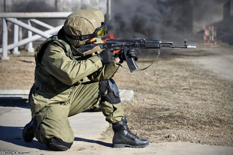 russian police troops special rifle Operators from 33rd Special Purpose unit Peresvet surmount the assault course wallpaper