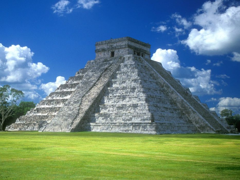pyramid of kukulkn chichen itza mexico-normal wallpaper